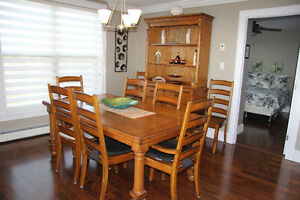 Dining Room Set including Buffet/Hutch