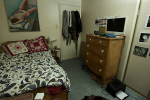 Student Sublet in house from January to April Kitchener / Waterloo Kitchener Area image 2