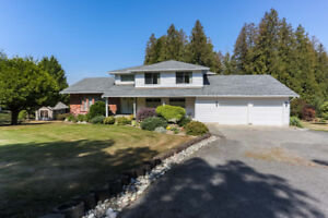 Beautiful 3 Bed, 3 Bath Acreage Property with Mountain Views