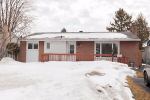 Move-In Ready 4 Bedroom Bungalow in Carson Grove