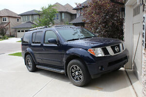2007 Nissan Pathfinder LE SUV, Crossover