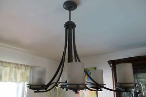 Lampe (chandelier) rustique presque neuf!