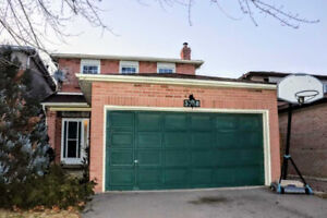 AMAZING SPACIOUS HOME FOR RENT IN STREETSVILLE MISSISSAUGA