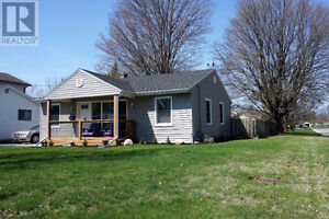 July 1st - Lovely 3 Bedroom Bungalow For Rent
