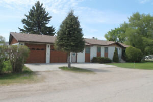 Spacious 4 Bdrm Home for Sale in Russell, MB!