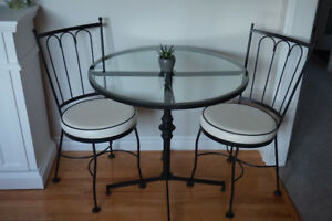 3 pc Patio Bistro Set In Cast Iron