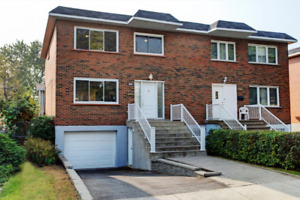 Beautifully renovated house with 4 Bedroom & garage - St-Laurent