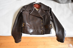 "Manteau style ""rock à Billy"" court"