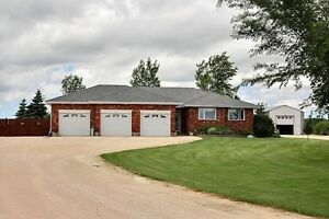 Beautiful Country Home on 5.42 Acres Oakbank