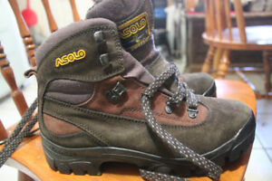 ASOLO Quartz CT hiking boots with Vibram soles - unworn!