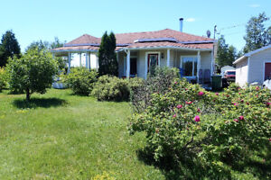 Grand terrain, 74 acres, fermette, maison 3 chambres