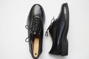 Women's Leather Shoes by Munro