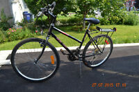 VTT / Vélo de montagne très peu utilisé (cadre féminin)