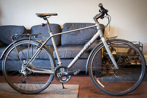 Giant Escape 2 City 2016 Hybrid Commuter Bike