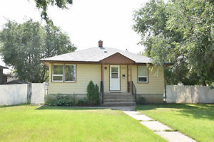 305 Oak Street, Moose Jaw