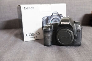 Canon 5D Mark ii body/ Battery Grip/ Two batteries /32GB card