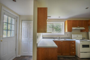 Newly renovated 2 bedroom all incl. Available Jan 1st