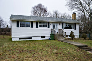 3 Bedroom Bungalow with Water Access in Porters Lake