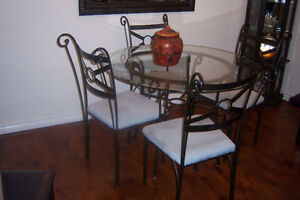 Pier 1 Round Table with 4 chairs