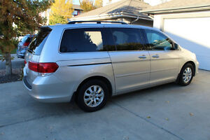 LOW KMS. 2008 Honda Odyssey EX-L Minivan. IMPECABLE, LOADED