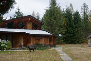CHARMING WATERFRONT HOME FOR RENT IN SLOCAN