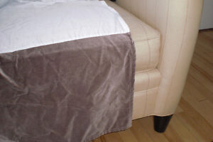 Bed skirt for king bed