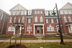 3 Bedroom Freehold Townhouse in Great Brampton Location@@