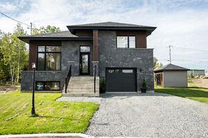 Maison contemporaine neuve avec garage