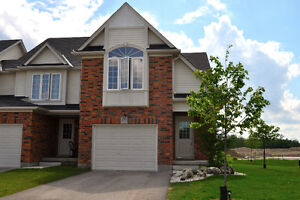 879 Silverfox Cr - JUST LISTED