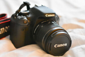 CANON Camera EOS 600D with lens and carrying case