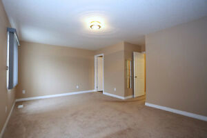 3 Bedroom 2.5 Bath townhouse close to Sunrise Mall - Must See Kitchener / Waterloo Kitchener Area image 5