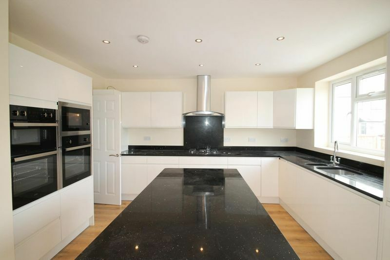 5 bedroom house in Chesterfield Road, Finchley, N31