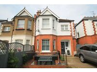 2 bedroom flat in Queens Avenue, Finchley, N32