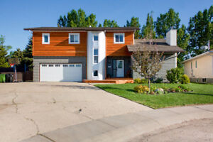 Large House for Sale in Camrose - 5 Bed and on the Golf Course!