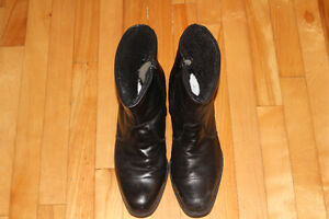 GRENICO BLACK WINTER BOOTS SIZE 11. ALMOST NEW!!