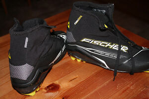 Size 41 (6.5 to 7) Fischer Classic ski boots
