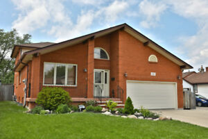 HOUSE FOR SALE GREAT LOCATION  IN STONEY CREEK