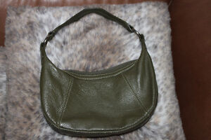Khaki green 100% leather small purse ! Gatineau Ottawa / Gatineau Area image 2