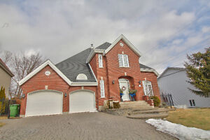 Luxury House, 2Garages, 4 Parking.. Open House Sunday April 23