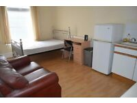 Studio flat on Claude Road, Roath. £430 PCM Available now!