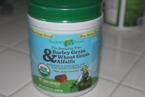 Barley, Wheat and Alfalfa Grass Powder for in Smoothies