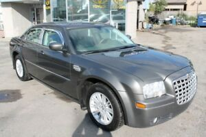 2009 Chrysler 300 Touring, Leather, Local Car.