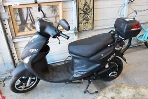 Gio scooter 2018 20a   electric(pas besoin permis,plaques