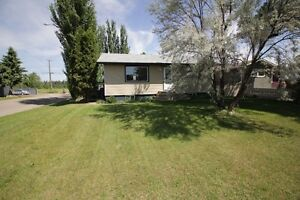 Super cute bungalow seconds from the rotary trail and the river!