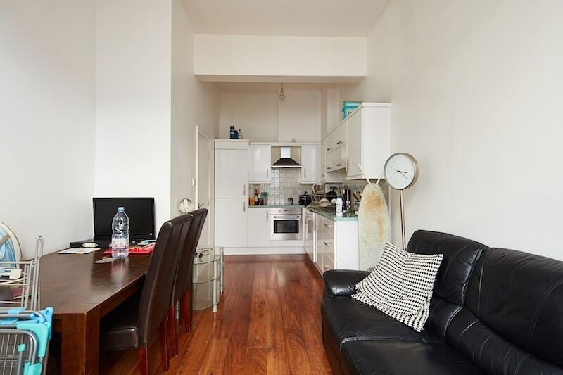 Luxury two bed flat available now just added