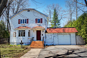 FULLY RENOVATED TWO FLOORS HOUSE AT THE CENTER OF BEACONSFIELD