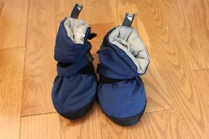 MEC Toaster Booties Like new (size M) for Toddler