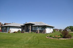 2000 SQ FT BUNGALOW MINUTES FROM SHERWOOD PARK