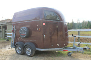 Ultra-light horse trailer