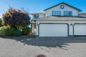 Desirable Holly Lane - 3 BDRM TOWNHOUSE FOR SALE!